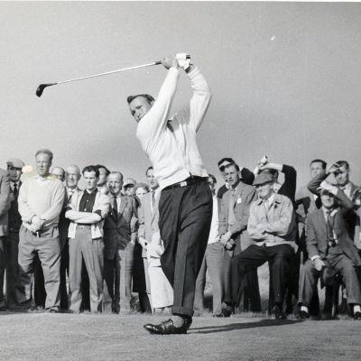 Arnold Palmer svingar klubban i Ryders Cup 1961.
