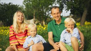 Familjen Nystedt Maria och Magnus med sönerna Adrian och Maximilian.