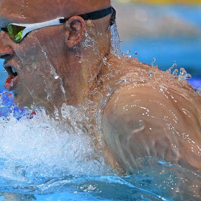 Matti Mattsson vauhdissa olympia-altaassa.