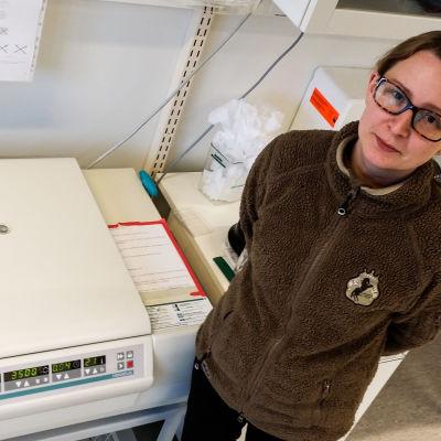 Forskare Maria Kareskoski vid Helsingfors universitet.