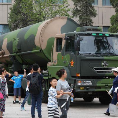 Pitkän matkan ydinohjus DF-31 oli kesällä 2017 näytillä Kiinan sotamuseossa.