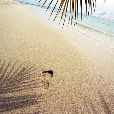 strand med ett fotavtryck