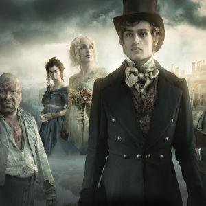 Abel Magwitch (Ray Winstone), Estella (Vanessa Kirby), Miss Havisham (Gillian Anderson), Pip (Douglas Booth) ja Jaggers (David Suchet)