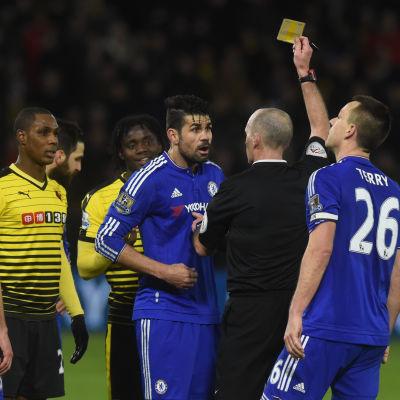 Diego Costa varnas av Mike Dean, Watford-Chelsea, januari 2016.
