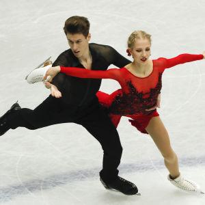 Matthias Versluis och Juulia Turkkila på isen