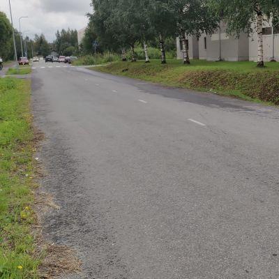 Rajavartiolaitoksen käytössä ollut vuokra-auto oli parkkeerattu kadun varteen Tornion Aarnintiellä.