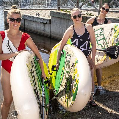 Sanna Nättinen, Reetta Savolainen ja Emmi Lohva tulossa suppaamasta.