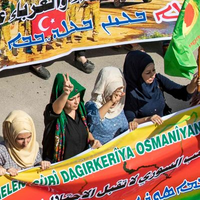 Kurder demonstrerar mot offensiven i gränsstaden Ras al-Ain