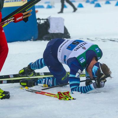 Joni Mäki blev överkörd av Aleksandr Bolsjunov i målområdet.