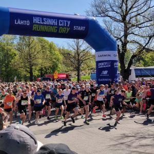 Löpare startar iväg på halvmaraton