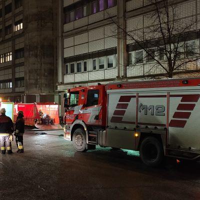 Brandbilar i rad utanför Yle.