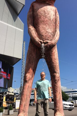 Under Tommi Toijas skulptur Bad bad boy