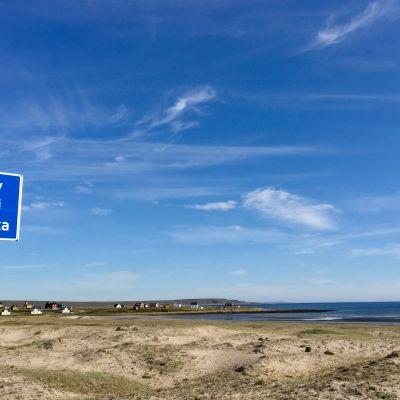 Ruijassa Varanginvuonon rannikolla monella kylällä on nimi kolmella kielellä. Kallijoki 6.9.2017