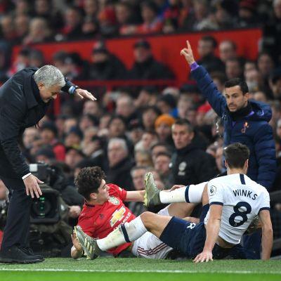 Jose Mourinho kentän laidalla.
