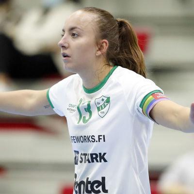 Caroline Rehnberg spelar handboll.
