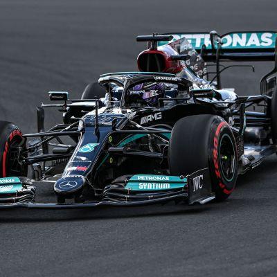 Lewis Hamilton kör i Turkiet.