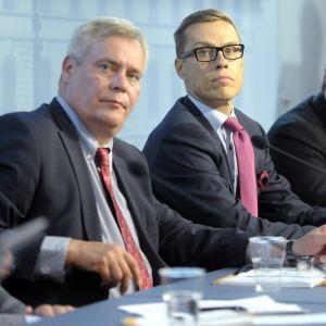 Regeringen håller presskonferens angående budgetförhandlingarna 27.8.2014