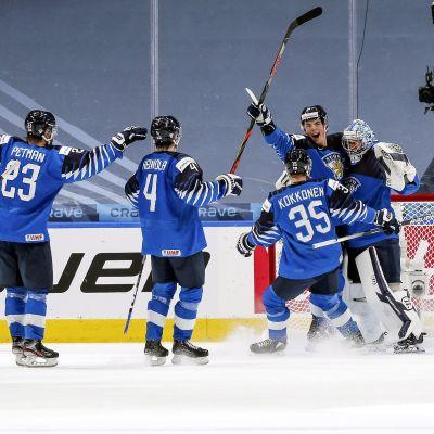 Finlands juniorlejon firar