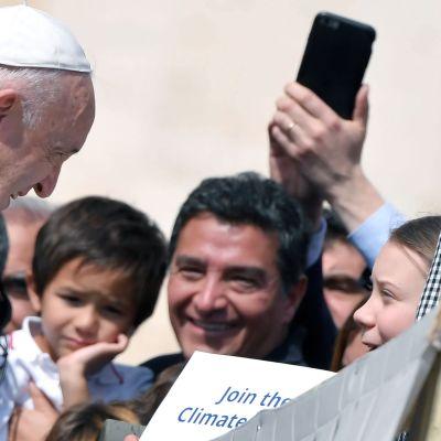 Påven Franciskus och klimataktivisten Greta Thunberg träffades