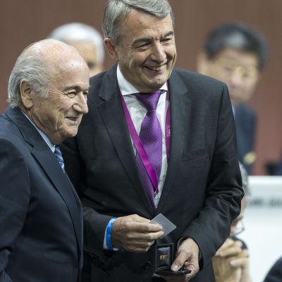 Sepp Blatter och Wolfgang Niersbach på FIFA-kongressen i maj.