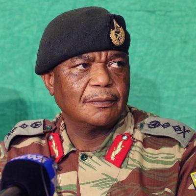 Zimbabwen toinen varapresidentti, entinen armeijan päällikkö Constantino Chiwenga.