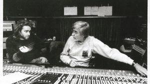 Dan Tigerstedt och Tom Dowd bakom SSL mixerbordet i Takomo-studion