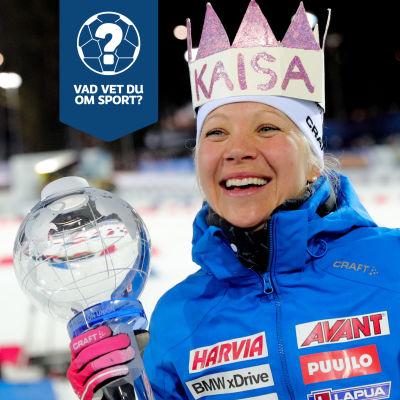 Kaisa Mäkäräinen poserar med pokalen som världscupsvinnaren får.