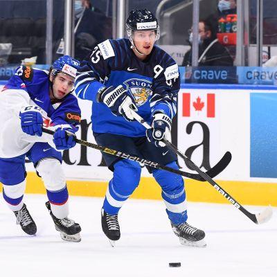 Finlands Mikko Kokkonen i en JVM-match mot Slovakien
