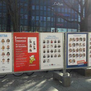 Valreklam utomhus i Helsingfors centrum.
