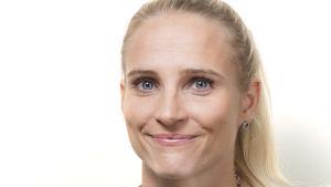 Lina Kaivos vid Krisjouren för unga vid Helsingforsmission.