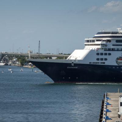 Risteilyalus Zaandam saapui Evergladesin satamaan Floridan Fort Lauderdalessa.