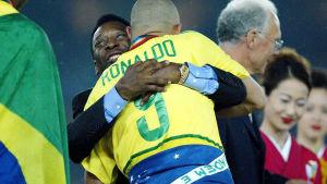 Pelé kramar Ronaldo