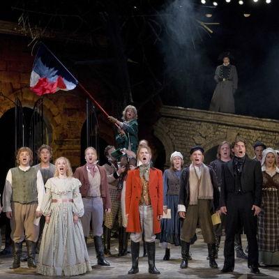 Ensemblen i Les Misérables på Åbo Svenska Teater