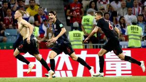 Domagoj Vida och Kroatien firar mål.