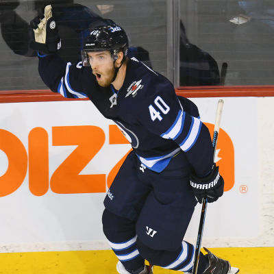 Joel Armia firar sitt andra mål i Edmonton-matchen.