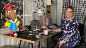 Sanna Mander sitter vid sitt skrivbord.