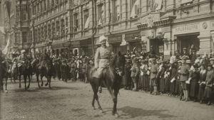 Mannerheims segerparad i Helsingfors 1918 på Esplanaden.