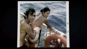 En naken man och kvinna ombord på flotten Acali 1973.