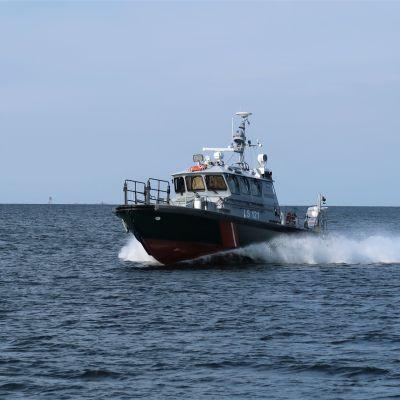 En av Sjöbevakningens patrullbåtar nära Lypertö i Gustavs skärgård, södra Bottenhavet, september 2019.