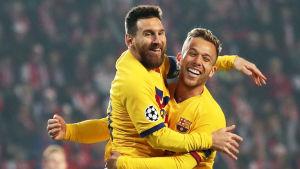 Lionel Messi jublar efter mål mot Slavia Prag.