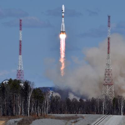 Sojuz-raketen lämnar avskjutningsrampen i Vostotjnyj 28.4.2016
