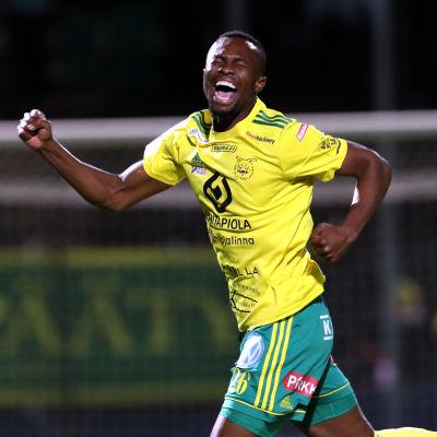 Tiemoko Fofana firar ett mål.