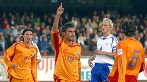 Adrian Mutu nätade mot Finland i Helsingfors i oktober 2005.