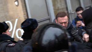 Polisen griper den ryska oppositionspolitikern Aleksej Navalnyj i Moskva 28.1.2018.