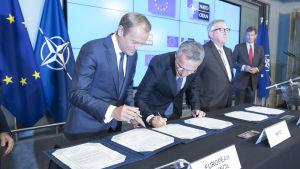 EU och Nato undertecknade på tisdagen för andra gången en gemensam deklaration om att stärka samarbetet mellan de två organisationerna
