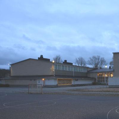 Sarlinska skolan med sin gymanstiksal.