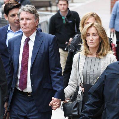 Felicity Huffman anländer till rätten 13.5.2019