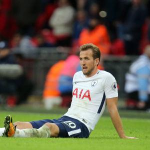 Harry Kane spelar fotboll i Tottenham.