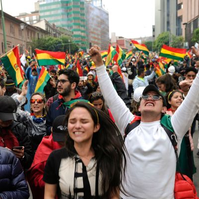 Det var många som firade Morales avgång på gatorna i La Paz.