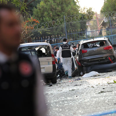 En utbrytargrupp från PKK tog på sig skulden för torsdagens bombattack mot en polisstation nära Istanbul. 10 människor skadades i attacken